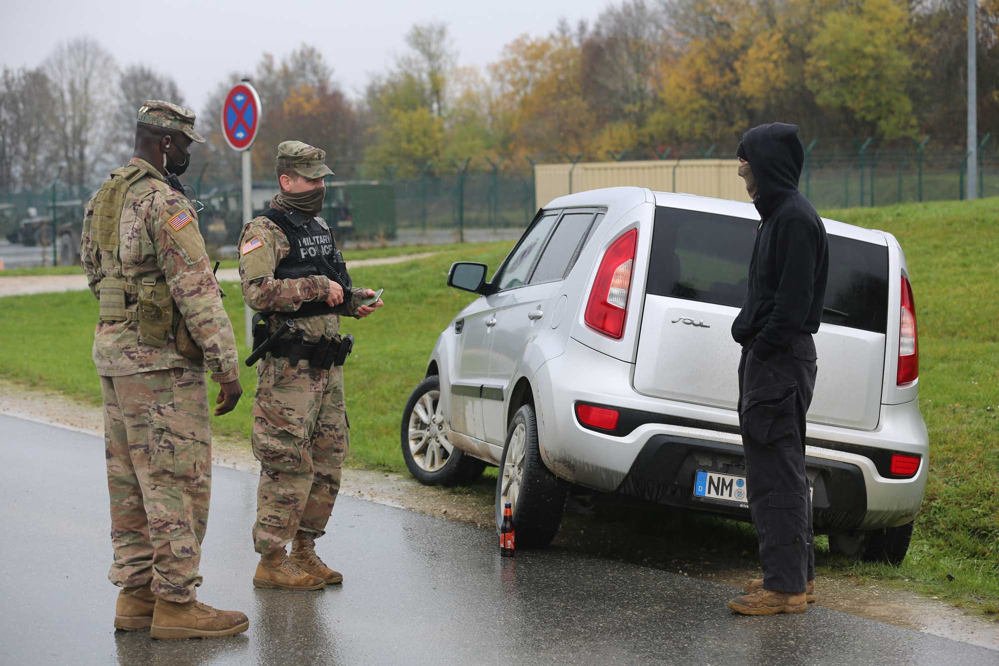 U.S. Army Soldiers assigned to the 29th Military Police detachment conduct DUI stop training at Hohenfels, Germany, Nov. 1. Photo by Pvt. Jordan Humphries, courtesy of the U.S. Army.
