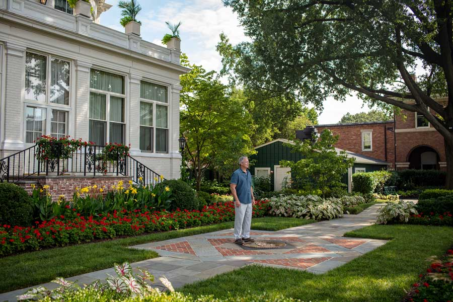 Robert Hogue stands in front of the home of the commandant of the Marine Corps in Washington, D.C. Photo by Eliot Dudik, for The War Horse.